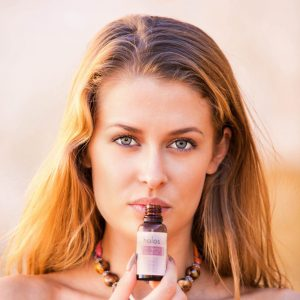 12 reasons you <strong>need</strong> Holos Love Your Skin Anti-ageing Facial Oil in your life